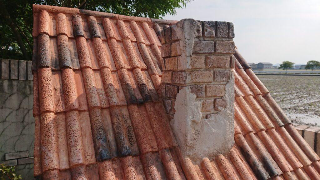 犬小屋 モルタル造形 瓦 煙突